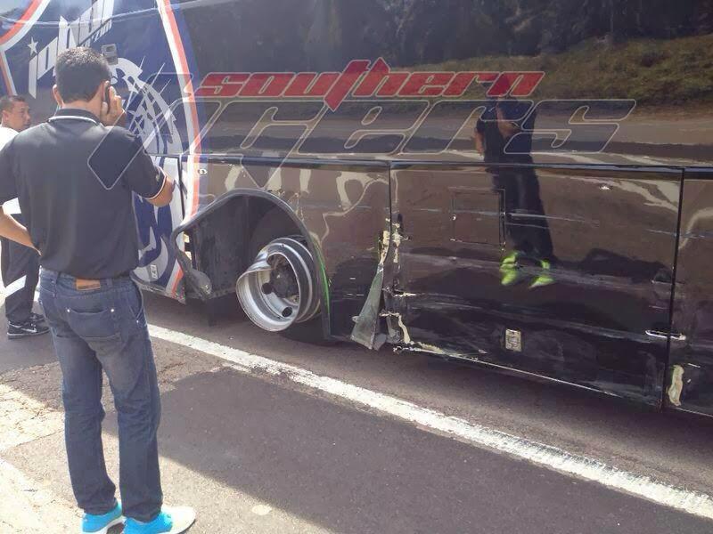 Gambar Kemalangan Bas JDT Dalam Perjalanan Ke Pahang