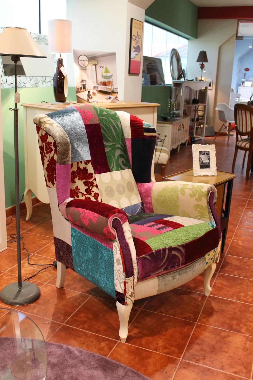 Butaca estilo clasico, tapizado patchwork.
