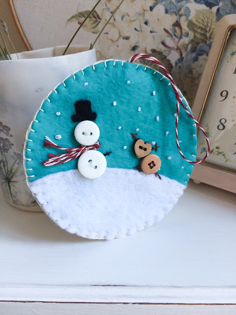 Felt decorations - pattern from http://cutesycrafts.com/