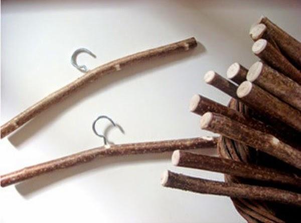 C mo hacer ganchos para ropa con troncos de madera for Madera para colgar ganchos