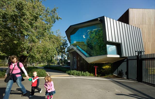 Zoológico investe em jardins verticais e telhado ecológico