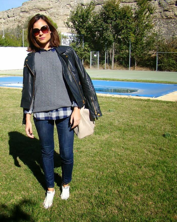 nurstyle, camisa cuadros, perfecto, gafas, jersey gris,