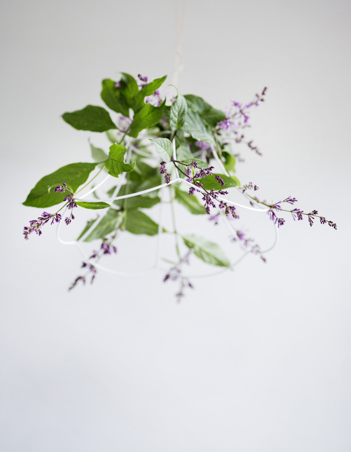 flower chandelier DIY of lilacs photo by Kreetta Järvenpää www.gretchengretchen.com