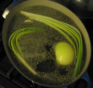 cooking lentils vinaigrette in court bouillon