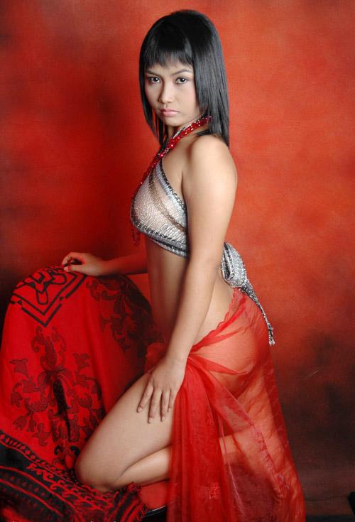 15 foto hot model bugil valen berselendang merah galeri
