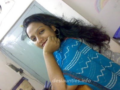 Hot and Beautiful Bengali Aunty smiling for you