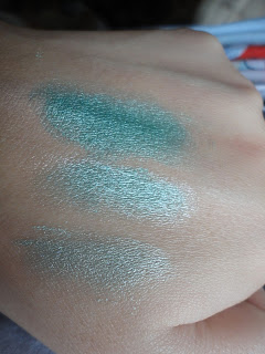 V&M Mineral Eyeshadow in Halo swatches @ Beauty Bunker