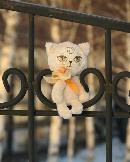 кошка на ладошку