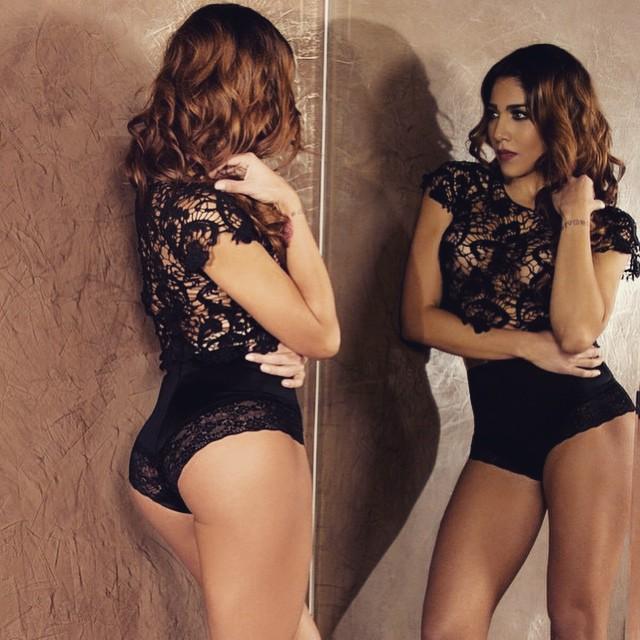 Erika Fernandez trasero en body negro de encaje