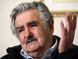 Mujica volta atrás de projeto para estatizar maconha no Uruguai