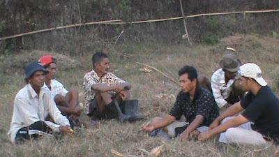Diskusi setelah Pembersihan Lahan