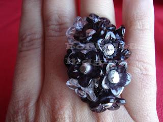 Os meus aneis de flores Anel%2Bflores%2Bpreto%2Be%2Bbranco