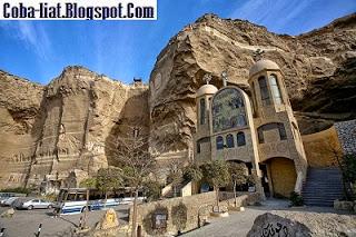 Ada Gereja Dalam Gua di Kairo