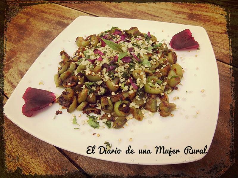 Habas tiernas con quinoa, albahaca y semillas