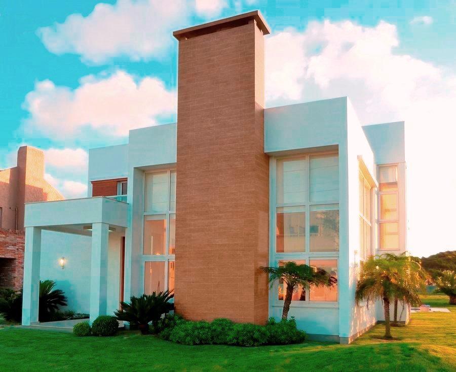 24 fachadas de casas modernas tipos de revestimentos for Casas moderna