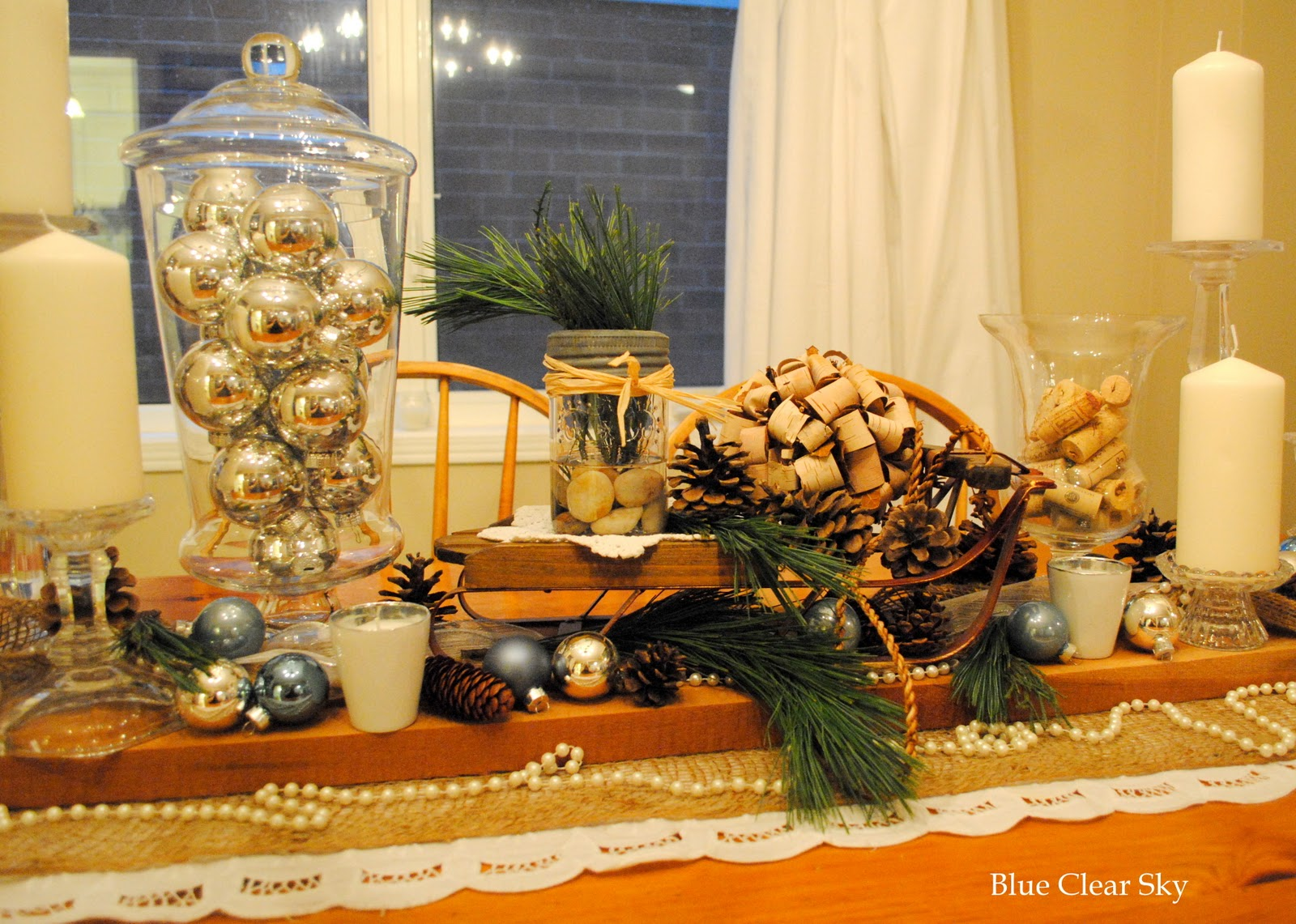 Rustic maple christmas table decor 2011 for Christmas centerpieces for dining room table