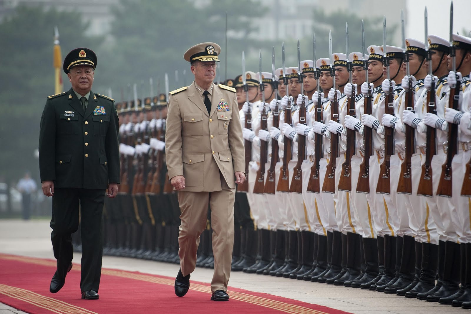 EUA e China tentam chegar a acordo sobre estratégia militar