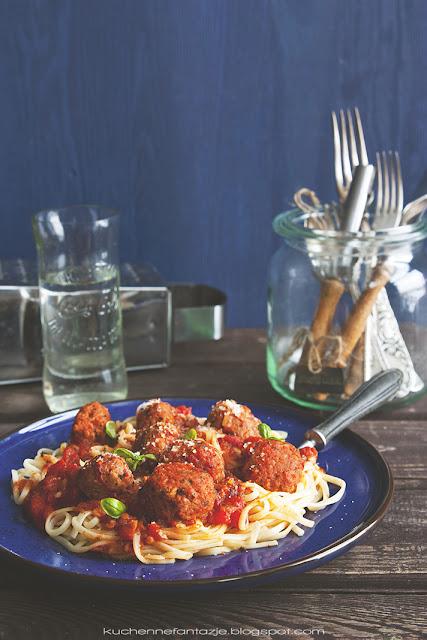 Spaghetti z kulkami wolowo-pieczarkowymi
