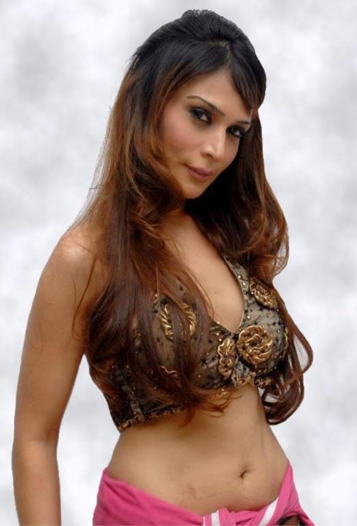 Anupama Verma Hot navel Show Belly Visible Exposing Hot Pics OF Model Anupama Verma