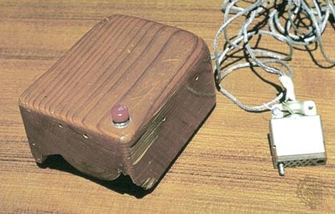 Tetikus pertama ciptaan Douglas Engelbart.