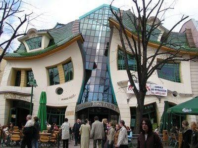 7 Bentuk Rumah Paling Unik Di Dunia