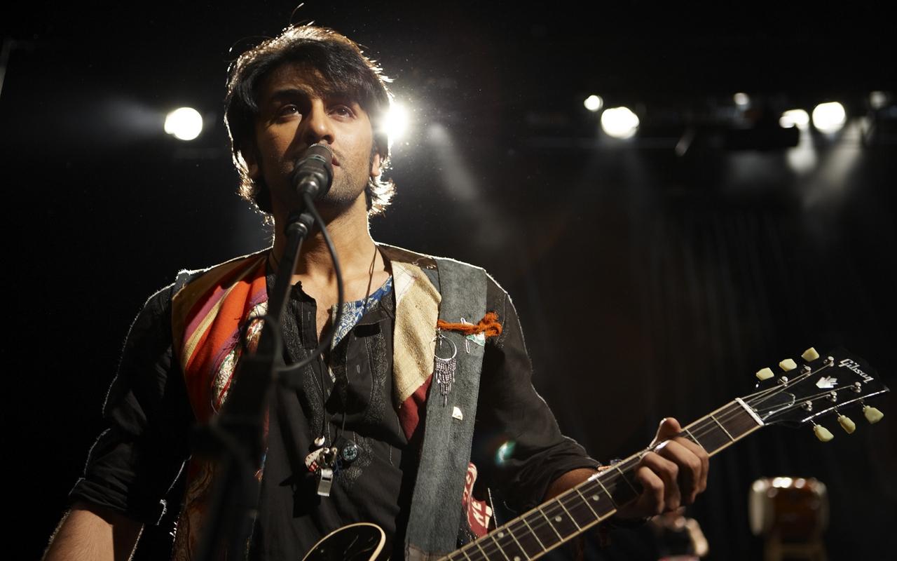 http://4.bp.blogspot.com/--STlV3dB-3g/T0XDBdXXErI/AAAAAAAANYQ/vWZJ3UX18Go/s1600/Ranbir+Kapoor+in+and+as+Rockstar++11.jpg