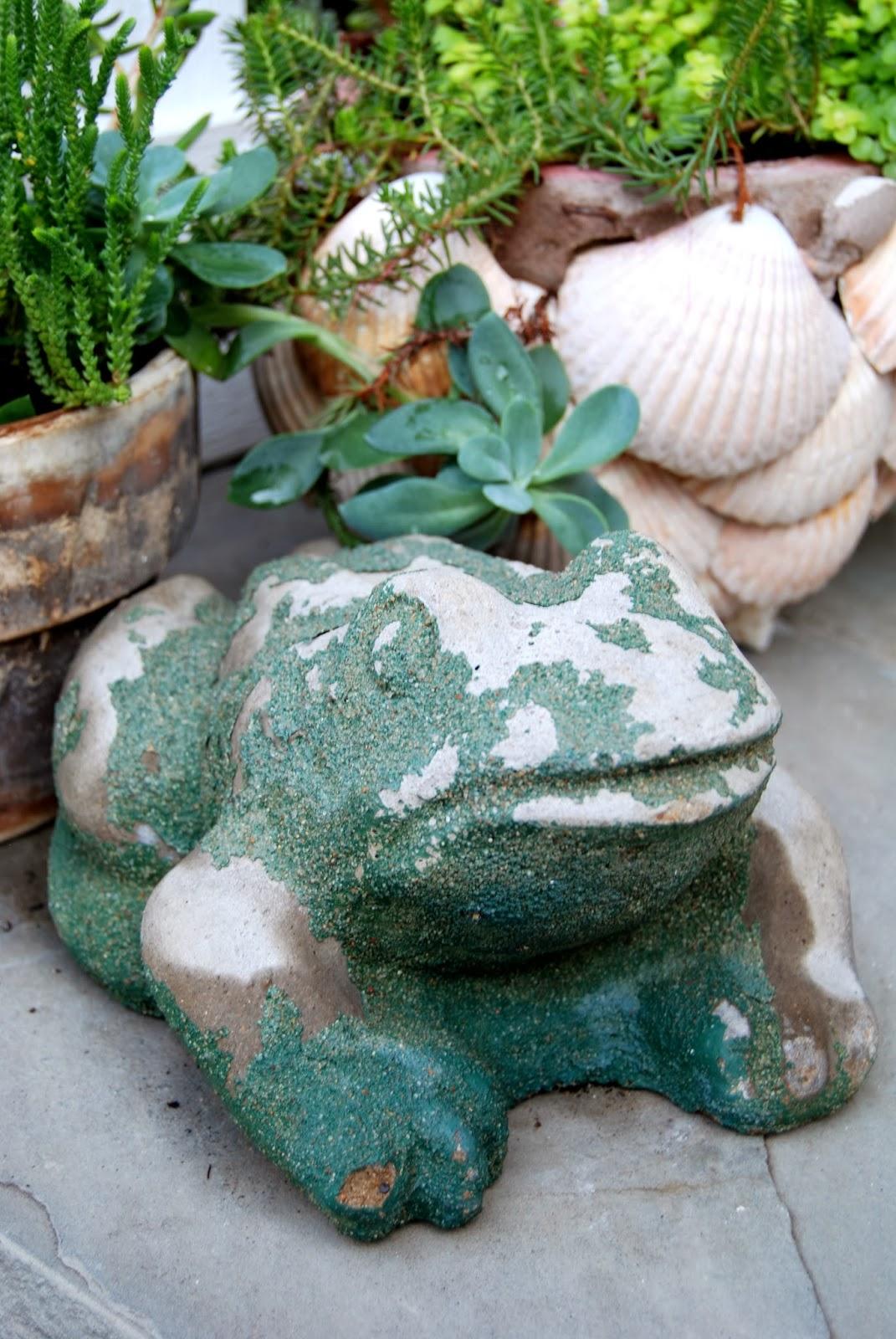 Vintage Garden Frogs 5