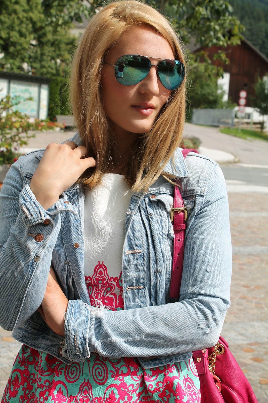 Fashionblogger Austria / Österreich / Deutsch / German / Kärnten / Carinthia / Klagenfurt / Köttmannsdorf / Spring Look / Classy / Edgy / Summer / Summer Style 2014 / Summer Look / Fashionista Look /   / Summer Dress / Pattern / Oasap Dress / Jeans Jacket / Michael Kors jetset bag pink / White Converse / Mirrored Glasses / Streetstyle/