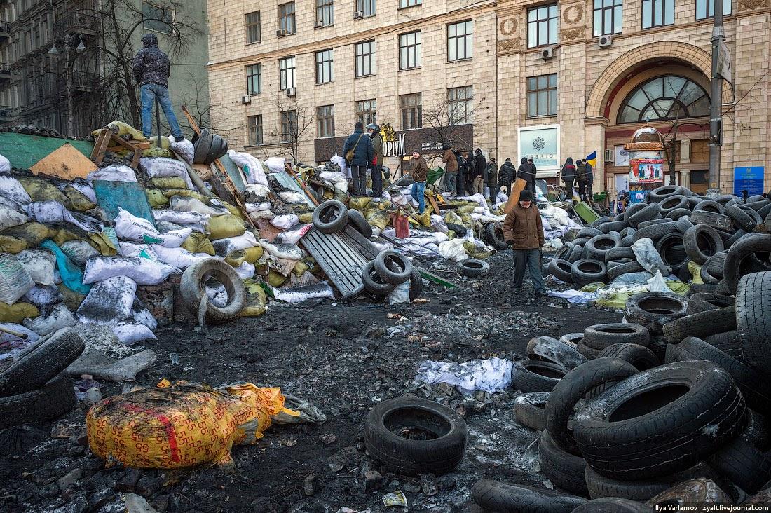 28. Отношение милиции к журналистам плохое. Большинство СМИ поддерживают Майдан и, по мнению милиции, необъективно обсуждают события. Поэтому много случаев, когда по журналистам стреляют и бьют их. Опять же, происходит это с негласного разрешения командиров.