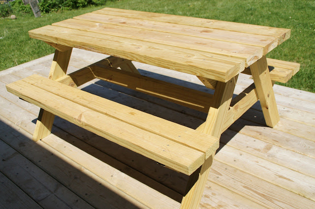 Easy DIY Kid-Sized Picnic Table! Kids Picnic Table Plans