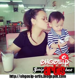 Siti Sarah bersama anak