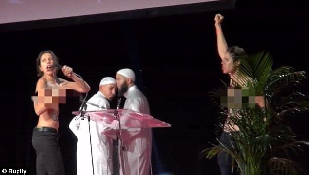 Wanita Biadap Ganggu Majlis Persidangan Muslim