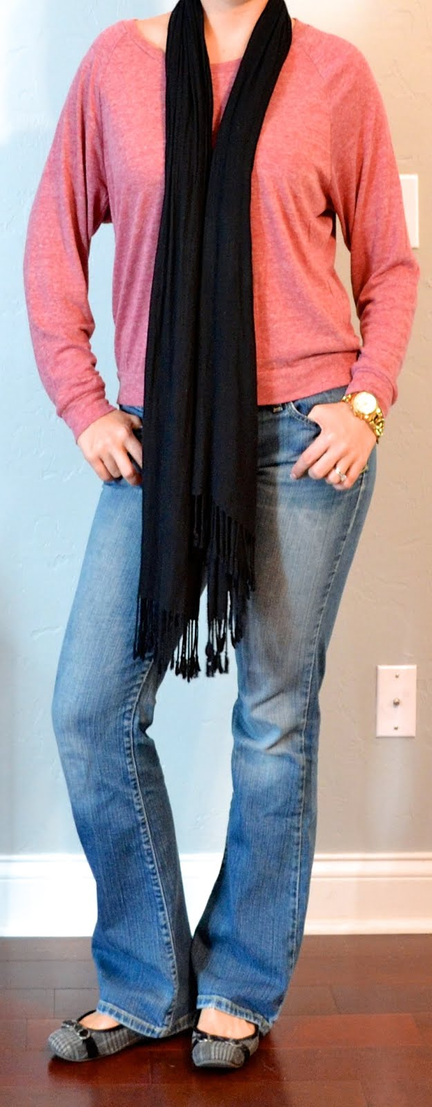 Outfit post pink slouchy sweater bootcut jeans black scarf | Outfit Posts