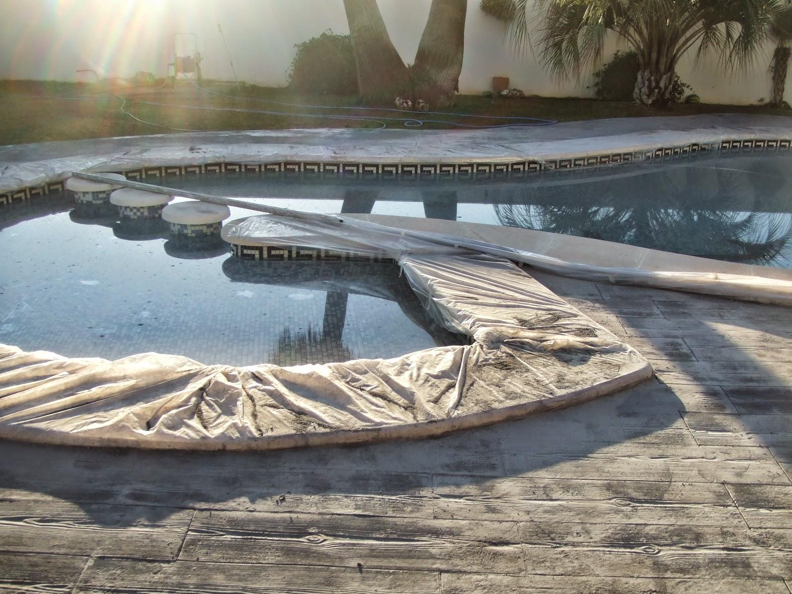 Hormig n impreso en l eliana piscina con molde de madera for Se hacen piscinas hormigon