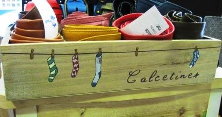 Caja de madera para calcetines con compartimentos