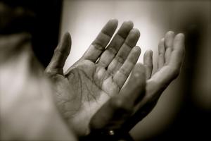 tata cara dzikir dan doa setelah shalat 5 waktu