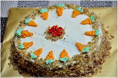 Carrot cake with walnut & cream cheese