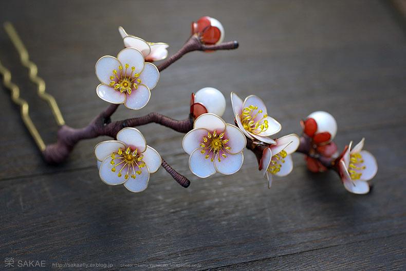 Un lugar perfecto para encontrar estos adornos tradicionales se encuentra en el centro de Kioto. Si los quieres más modernos los puedes encontrar en