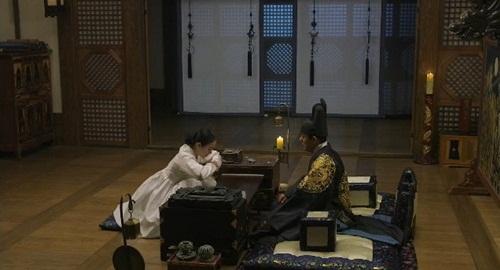 Jang Ok Jung (Kim Tae Hee) cầu xin được truất ngôi 1