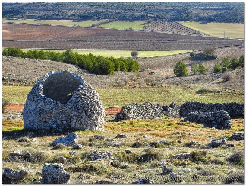 Cabaña y cerco de piedra, supongo que de algún pastor