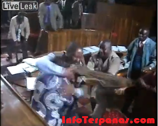 Seru! Anggota Parlemen Nigeria Berkelahi Saat Sidang Paripurna - Video