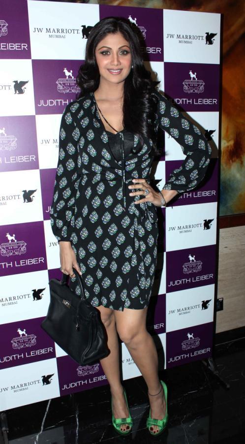 Shilpa Shetty launches Handbags! Shilpa-Shetty-At-The-Judith-Leiber-Launch-Of-Handbags-16