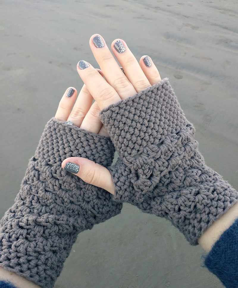 Free Crochet Pattern Gloves Fingerless : Domestic Bliss Squared: chunky fingerless gloves (free ...