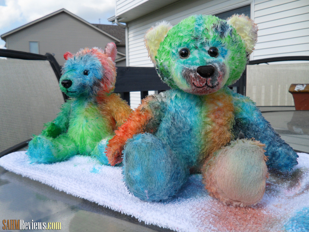 Use creativity and Kool-Aid to paint these adorable bears! Inexpensive, easy and smell great!  - SahmReviews.com