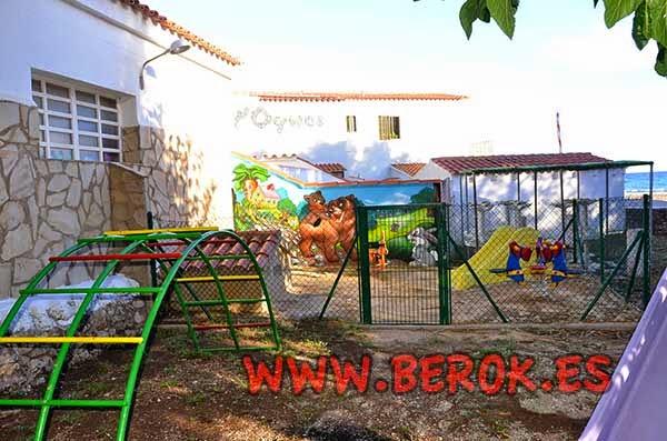 Decoración mural infantil en parque de niños