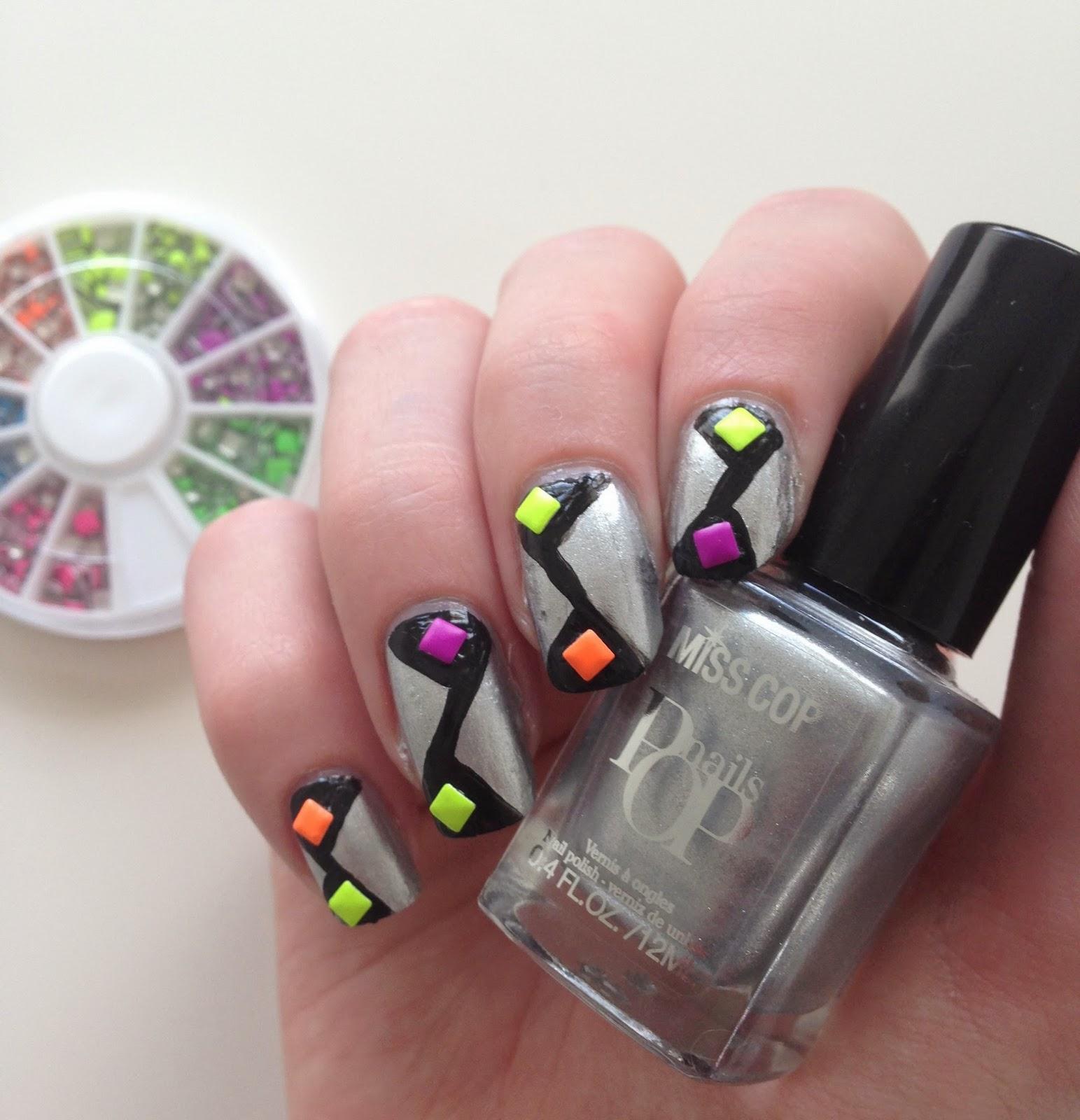 nail art néon géométrique