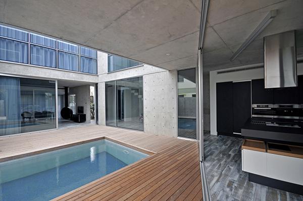 Hogar moderno de chipre mezcla de elementos industriales - Diseno patio interior ...