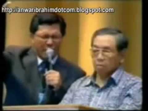 Gus Dur dibaptis, Berita Fitnah yang Diulang-ulang