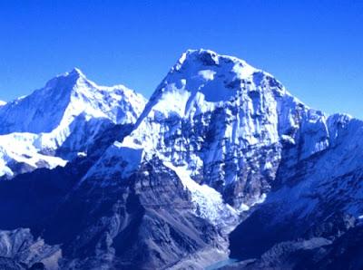 Gunung Annapurna        Tinggi : 8.091m         Lokasi : Nepal