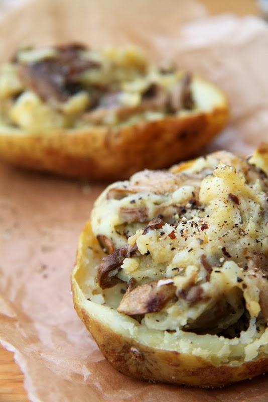 Pieczone ziemniaki z pieczarkowym farszem